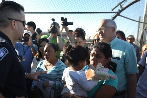 'At capacity': Asylum seekers face standoff at border between Ciudad Juarez and El Paso