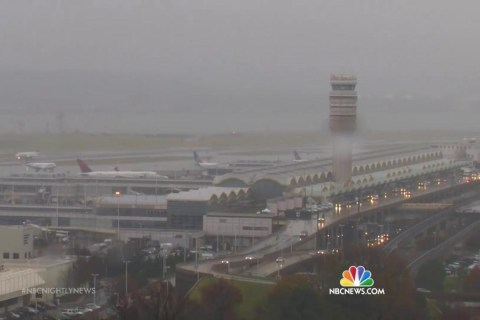 Hundreds of Holiday Flights Cancelled, Thousands Delayed