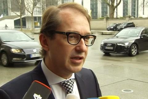 German Transport Minister Backs Cockpit Reforms