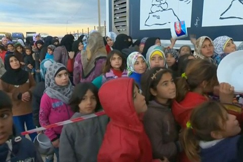 Thousands of Syrian Refugees Massing at Turkish Border