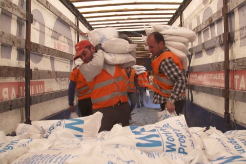 WFP Distributes Food Aid to Syrians Fleeing Aleppo
