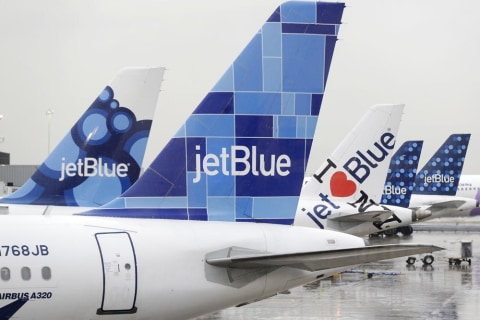 JetBlue Starts Charging Up to $25 Fee for First Checked Bag