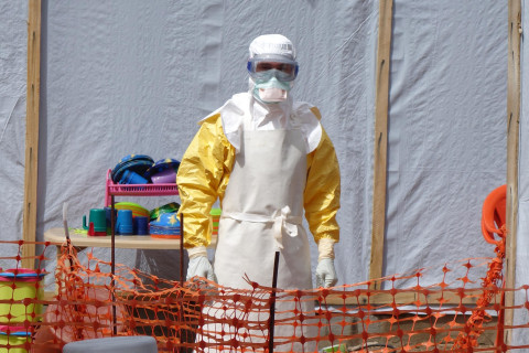 Ebola Epidemic Poses Dilemma for Church and Aid Groups