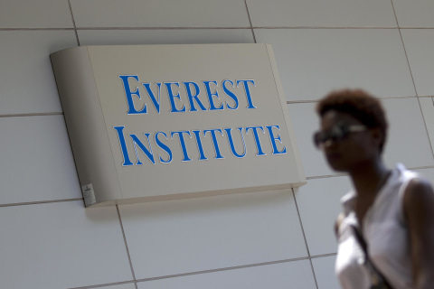Corinthian Colleges Shuts Down, Ending Classes for 16,000 Overnight