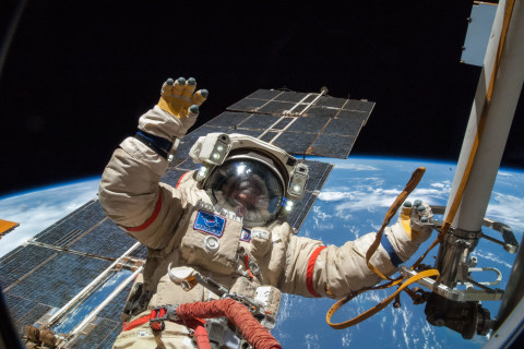 Month in Space: See the Supermoon and Other Super Sights