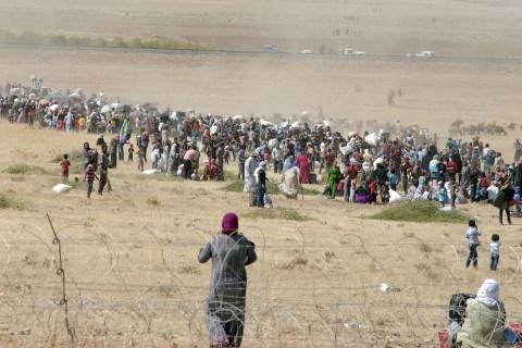 Syrian Kurds Cross Turkish Border in Droves as ISIS Nears Kobani