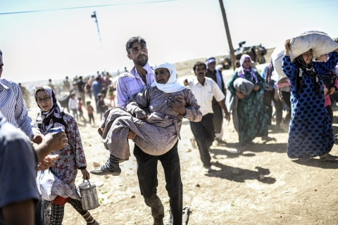 Fearing ISIS, Thousands of Syrian Kurds Flee to Turkey