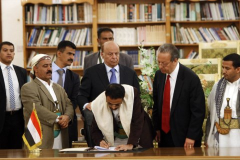 Yemeni Parties, Rebels Sign Deal to End Fighting, Form Government