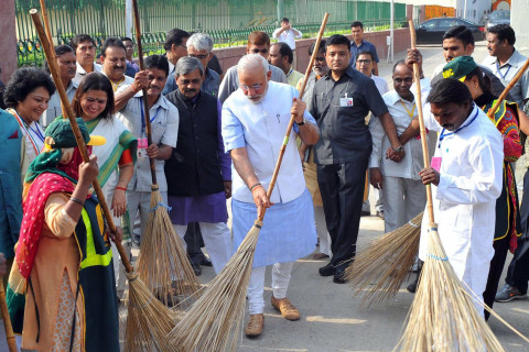 India's Modi Wields Broom in Drive to Clean Up Filthy Cities