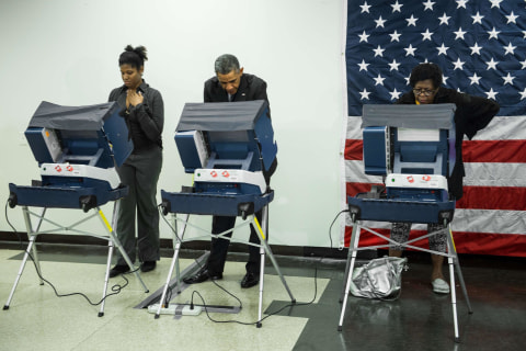Obama Promotes Early Voting in Illinois