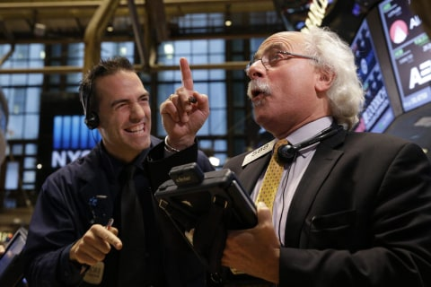 Stocks Extend Gains, Dow Rises 200 Points