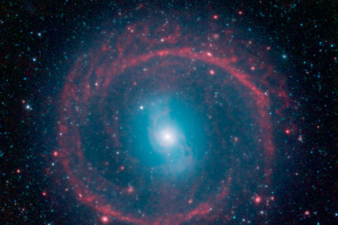 Wheel or Weapon? Telescope Reveals Galaxy's Ring of Fire