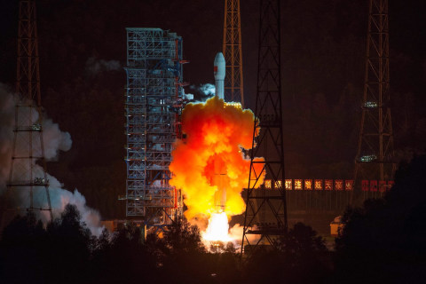 China Launches Experimental Spacecraft to Orbit Moon and Return