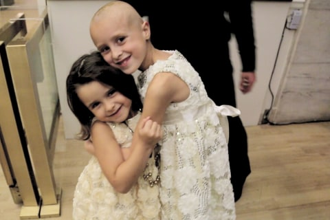 Girl Shaves Head to Support 5-year-old Sister in Remission