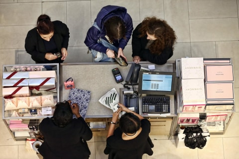 Credit Card Clampdown Gives Shoppers a Headache