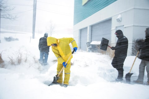 Blizzard 2015: New England Buried, NYC Lifts Travel Ban