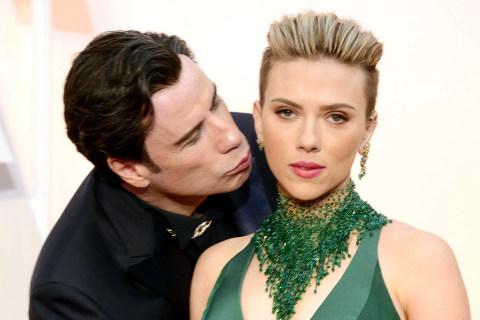 Scarlett Johansson Defends Travolta: Oscar Kiss Was 'Sweet,' Not 'Creepy'