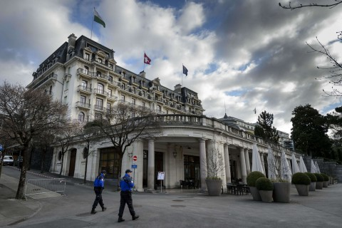 Iran Nuclear Talks Resume in Lausanne After Deadline Passes