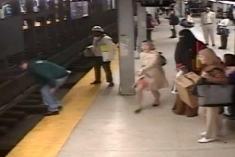 Good Samaritan Leaps Onto Tracks After Platform Plunge