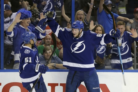 Lightning Thrash Red Wings to Even Series