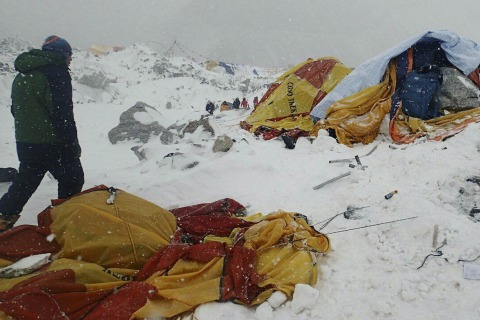 Nepal Earthquake: 17 Bodies Found on Everest in Mountain's Deadliest Day Ever