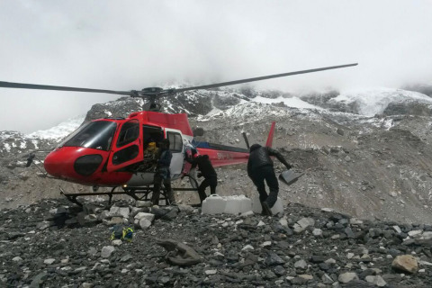 Nepal Earthquake: Stranded Mount Everest Climbers Airlifted to Base Camp