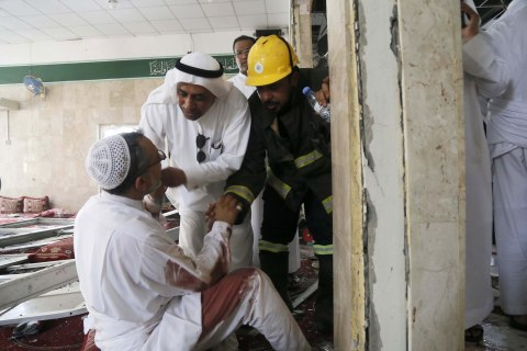 Suicide Bomber Strikes Saudi Shi'ite Mosque, Killing 20