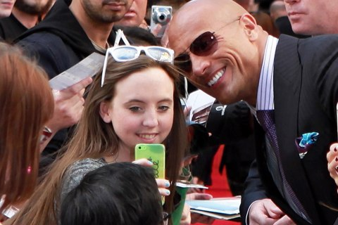 Dwayne Johnson Takes 105 Selfies in 3 Minutes, Sets Guinness World Record