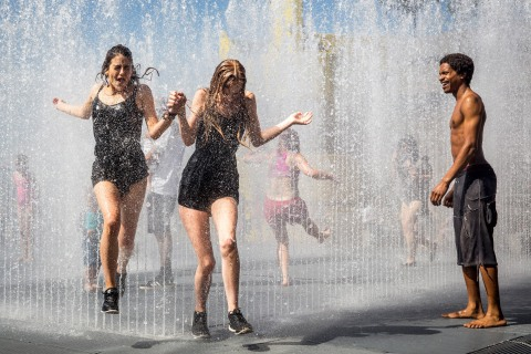 Londoners Deal With Heat Wave in a Very British Way