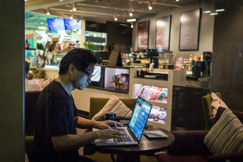 Public Wi-Fi Users Neglect Basic Security Precautions Against Hackers