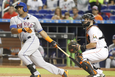 Mets Move Into Sole Possession of First in NL East