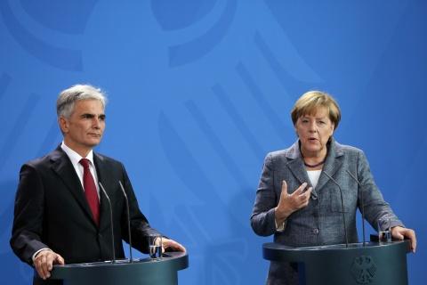 Merkel Calls for European Unity, Summit on Refugee Crisis