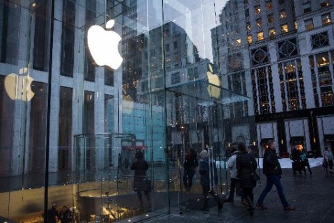 Apple Sees Slowing Growth for iPhone Sales