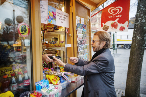 Sweden Sees  Shift Away From Cash