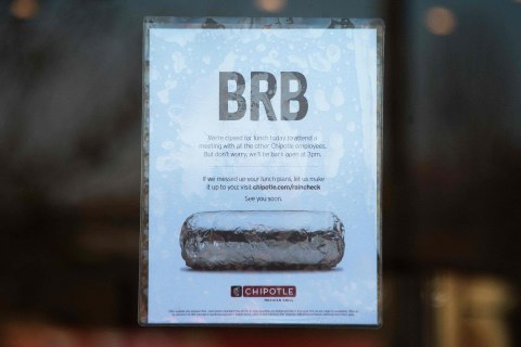 Chipotle Closes Restaurants During Lunch for Food Safety Meeting