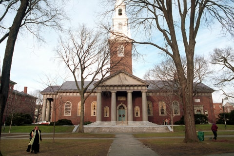 Mumps Outbreak at Harvard Threatens Graduation