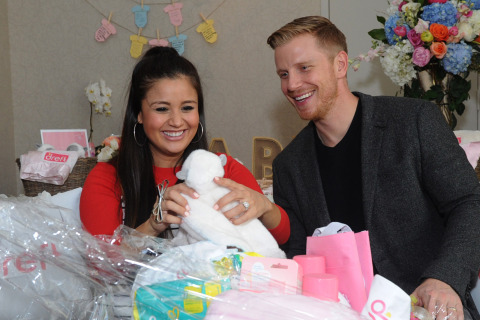 'Bachelor' Alums Sean Lowe and Catherine Giudici Lowe Welcome First Baby