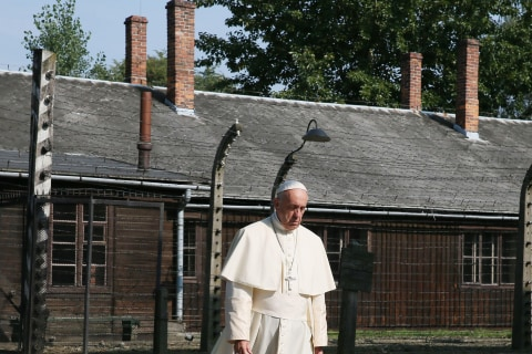 Pope Francis' Auschwitz Visit Said to Represent 'Universal Lesson' for Church