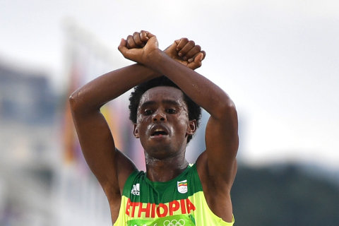 With Fists Raised, Ethiopian Stirs Ghosts of '68 Olympics