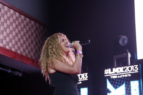 Rising Bilingual Singer Karen Rodriguez Signs With Roc Nation Latin