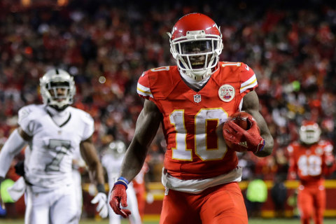 Chiefs Defeat Raiders to Take Over First in AFC West on TNF