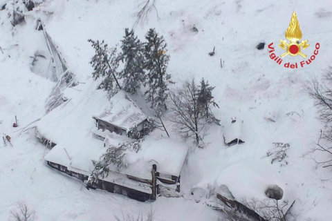 Italy Avalanche: Hotel Buried After Earthquakes; Two Dead, Many Missing