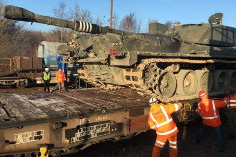 British Tanks Roll on Channel Tunnel Test Run Amid Trump, Russia Fears