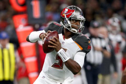 HoF LB Says NFL QB Lives in 'Fishbowl' After Speech Mishap