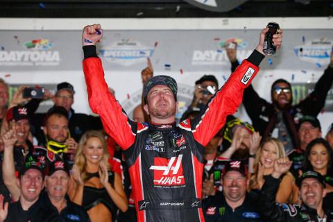Monster Victory: Ku. Busch Wins Daytona 500 on Last-Lap Pass