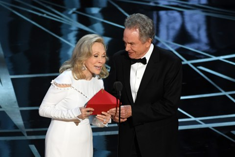 Faye Dunaway Recalls Moment She Gave Oscar to Wrong Movie