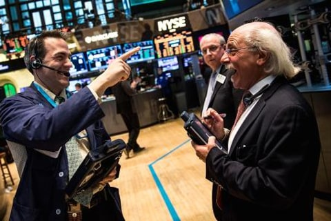 Dow Jones Hits Record 21,000 as Wall Street Cheers Trump's Speech