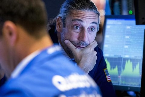 Dow Falls 100 Points Ahead of Contentious Healthcare Vote