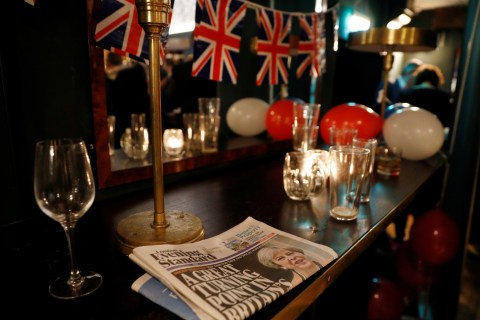 Brexit Britain Faces Stagflation, Company Defections to Europe: Analysts