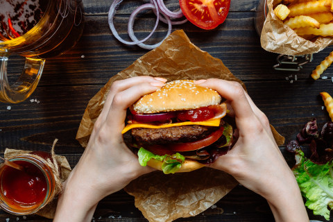 The do's and don'ts of cheat meals, according to nutrition experts